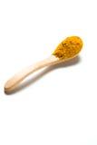 在一把木匙子的姜黄粉末 免版税库存图片