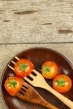 在一把木叉子的雪利酒蕃茄 概念饮食 素食食物 安置文本 免版税库存图片