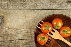 在一把木叉子的雪利酒蕃茄 概念饮食 素食食物 安置文本 库存照片