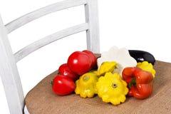 在一把白色椅子的不同的菜从麻袋布 免版税图库摄影