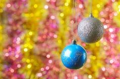 在一抽象背景bokeh的圣诞节装饰 库存图片