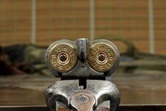 在一支双筒猎枪的弹药筒 库存照片