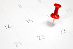 在一本日历的被绣的红色别针在第23 免版税库存照片