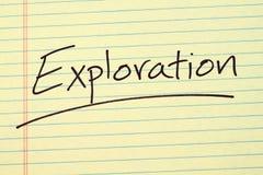在一本黄色便笺簿的探险 库存图片