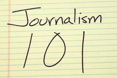 在一本黄色便笺簿的新闻事业101 免版税图库摄影
