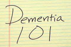 在一本黄色便笺簿的老年痴呆101 免版税图库摄影
