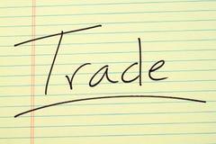 在一本黄色便笺簿的贸易 免版税库存照片
