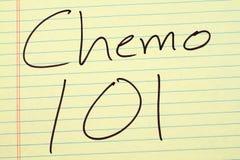 在一本黄色便笺簿的Chemo 101 免版税库存照片