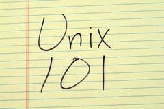 在一本黄色便笺簿的Unix 101 库存照片