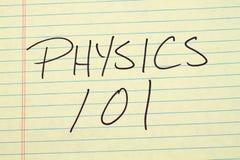 在一本黄色便笺簿的物理101 免版税库存照片