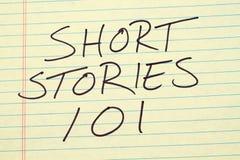 在一本黄色便笺簿的短篇小说101 免版税库存照片