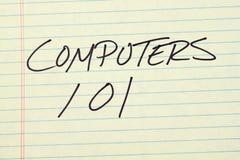 在一本黄色便笺簿的计算机101 免版税库存图片