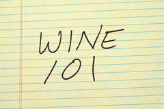 在一本黄色便笺簿的酒101 免版税库存图片