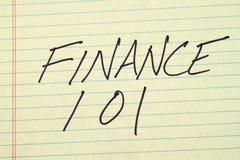 在一本黄色便笺簿的财务101 免版税库存照片