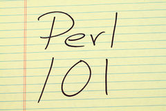 在一本黄色便笺簿的Perl 101 免版税图库摄影