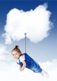 在一朵云彩的哀伤的女婴飞行与拷贝空间 免版税库存照片