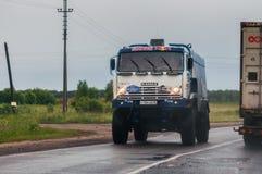 在一条公开路的汽车Kamaz大师俄国队,在莫斯科附近 免版税库存照片