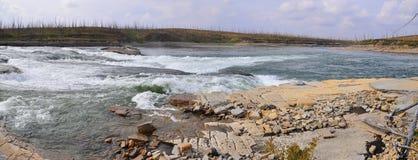 在一条北河的岩石急流 库存图片