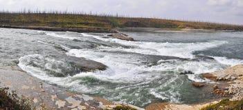 在一条北河的岩石急流 免版税库存照片