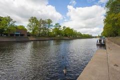 在一条大河下的看法在英国 免版税库存图片