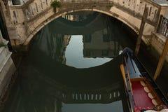在一条威尼斯式运河的反射 库存照片