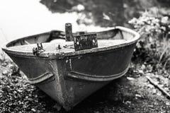 在一条小划艇的船舶线 免版税库存图片