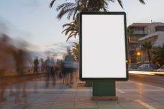 在一条小径的空白的广告牌在日落 免版税库存照片