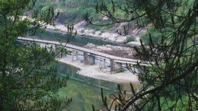 在一条小河的桥梁在农村中国 库存图片