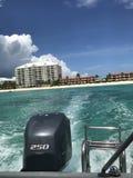 在一条小船上在开曼群岛 免版税图库摄影