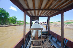 在一条小船上在柬埔寨 图库摄影