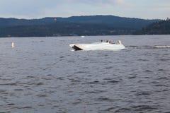 在一条小船的家庭在湖Coeur d ` Alene 免版税图库摄影