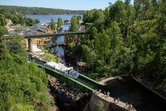 在一条小船的美丽的景色在达尔斯兰海峡瑞典 库存照片