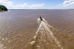 在一条小船的顶视图在黑龙江,俄罗斯,哈巴罗夫斯克 免版税库存照片