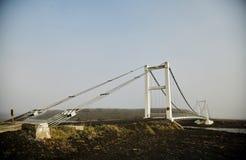 在一条山河的桥梁在冰岛 桥梁接近的照片结构 免版税库存图片