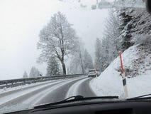 在一条巴法力亚通过路的大雪 库存图片