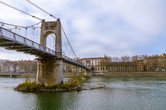 在一条河的桥梁在法国 库存图片