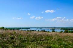 在一条河Dnieper的看法春天的 免版税库存照片
