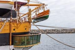 在一条老历史风船的救生艇 库存图片