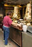 在一条街道上的传统清凉茶商店在吉隆坡 免版税库存照片