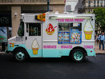 在一条街道上的冰淇凌卡车在纽约 库存照片