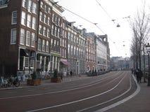 在一条街道上的电车小条在阿姆斯特丹 免版税库存图片