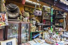 在一条街道上的跳蚤市场在巴勒莫在西西里岛,意大利 库存图片