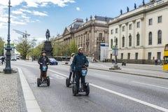 在一条街道上的Segway在柏林,德国 库存照片