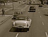 在一条街道的单音汽车在哈瓦那 免版税库存照片
