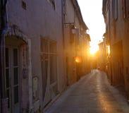 在一条街道的日落在普罗旺斯 免版税库存照片
