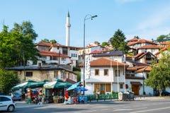 在一条街道的角落的小市场在萨拉热窝,波黑 免版税库存图片