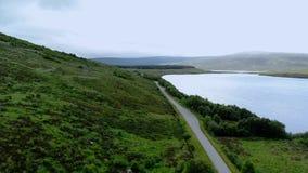 在一条街道的鸟瞰图通过苏格兰高地 影视素材