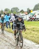 在一条被修补的路的骑自行车者标记Renshaw -游览 免版税库存图片