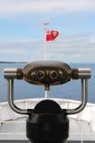 在一条观光的小船的旅游观察者 免版税库存图片