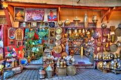 在一条车道在老王国城市Fes的麦地那在摩洛哥,非洲 免版税图库摄影